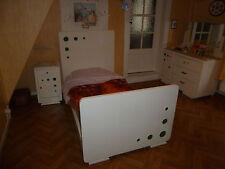 Chambre à coucher vintage pour petite fille de maximum 12 ans