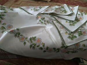 """Vintage St Michael Autumn Leaves Round Tablecloth And Six Napkins 66"""" Dia"""