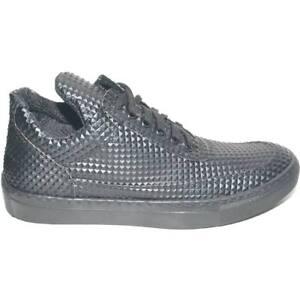 Sneakers bassa uomo piramidale con linguetta asimmetrica e lacci in tinta linea
