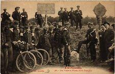CPA  A la Frontiere - Une Visite au Poteau - Cote Francais  (483655)