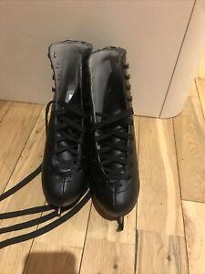 Ice skates Size 7 In black