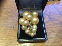 VINTAGE GOLD TONE BROOCH Faux Pearls Bunch Of Grapes