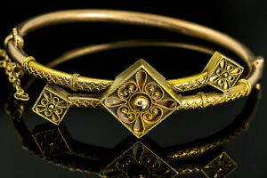 Antique Victorian Detailed 14K Yellow Gold Hinged Bangle