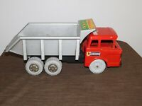 "VINTAGE TOY 20"" LONG MARX HEAVY DUTY HYDRAULIC DUMP TRUCK *MISSING A FEW PIECES*"