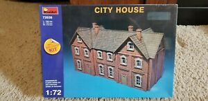 MiniArt 72030 City House Scale Plastic Model Kit 1/72 Scale - NEW Sealed in Box!