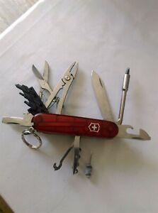 Couteau suisse victorinox cybertool M rouge transparent.