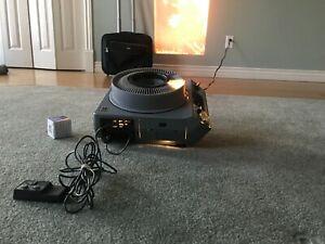 Kodak EKTAGRAPHIC III ES Slide Projector w/ remote, carousel, lamp, wheeled case