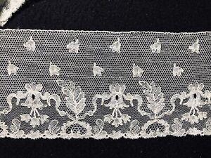 Long length 19th C. Point de Paris bobbin lace flounce, complex design COLLECTOR