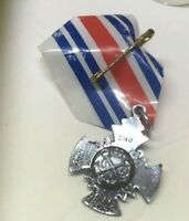 Vintage Cracker Jack Gumball Prize US NAVY MILITARY MEDAL Pin Pinback Premium