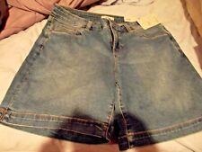 Croft & Barrow Mid Rise Slimming Stretch Light Wash Shorts Size 12