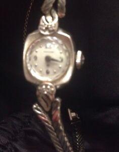 Running Antique Hamilton Womens 17 Jewel Gold Diamond Manual Wrist Watch Wind Up