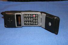 Vintage MOTOROLA FLIP PHONE mobile Cell Model 76439NARSB w/ leather case UNTESTE
