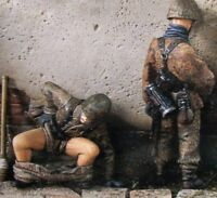 1/35 Scale Resin Model Figures Kit WW2 German Soldiers Relieving Themselves 1/35