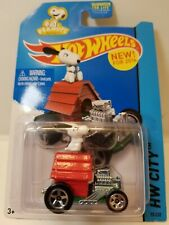 Hot Wheels Snoopy 2014 'Tooned II New Model NEW ON CARD