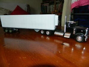 1/32 Peterbilt  Truck and Trailer, Diecast and Plastic, Diorama, Project