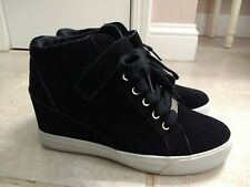 GUESS Women's GWDECIA Hidden Wedge Sneakers Black Leather Suede Size 9.5 EUC