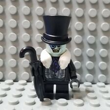 LEGO New Super Heroes Batman The Penguin Minifigure White Fur Collar Umbrella