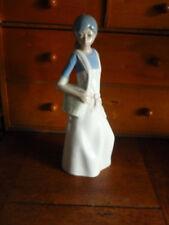 casades figurine fille avec sac a main  haut 22,5 cm