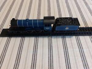 HORNBY 4-6-0 B12 LOCOMOTIVE & TENDER 61525 B.R. BLUE
