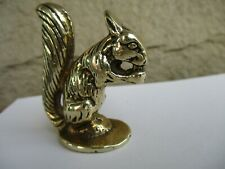 BEAUTIFULLY DETAILED SMALL VINTAGE SOLID BRASS SQUIRREL & NUT FIGURINE/ ORNAMENT