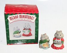 New Nib Merry Miniatures Hallmark Busy Bakers Set of 2 1996 Holiday Cats Cooking