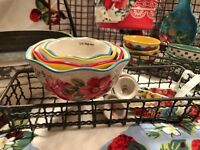 THE PIONEER WOMAN VINTAGE FLORAL STYLE FARMHOUSE CHIC CERAMIC MEASURING CUP SET