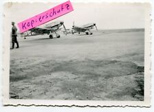 Foto : 2 Jagd-Flugzeuge Me 109 mit Tarnanstrich im 2.WK
