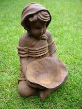 petite fille en fonte assis avec un plateau, statue ,   belle déco exté ou inté