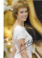 Autographe sur photo de : Anne Richard ( 18 x 12,5 )
