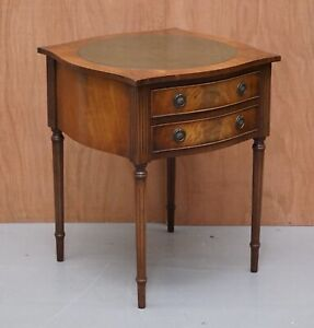 BEVAN AND FUNNELL BEDSIDE/OCCASIONAL TABLE WITH 2 DRAWERS AND GREEN LEATHER TOP