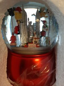 Macy's  Thanksgiving Day Parade Musical Water Globe LE 2014