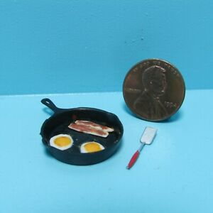 Dollhouse Miniature Breakfast Fried Eggs and Bacon in Skillet & Spatula CAR0849