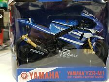 Modell Yamaha YZR-M1 Factory Racing 2011 Ben Spies No.11 1:12