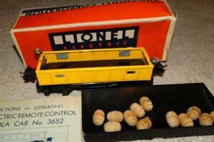 VINTAGE LIONEL REMOTE CONTROL GONDOLA CAR 3652 w/ DUMP TRAY + BARRELS in BOX