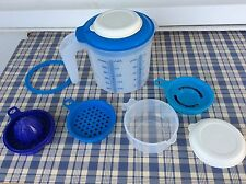 LOT PICHET GRADUE 1,25 L + SET -EN-1 TUPPERWARE NEUF