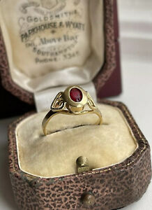 18ct Gold Ruby Oval Stone Vintage Ring Size K 2.2g Love Heart Shoulders