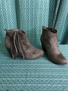 Charlotte Russe Women's Ankle Heel Brown Suede Leather Fringe Size 9.          L