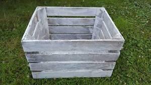SHABBY CHIC VINTAGE WHITE WASH APPLE CRATE FRUIT CRATE BUSHEL BOX WOOD STORAGE