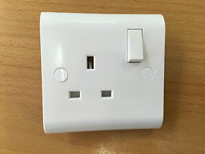 4 x White UK Single Switched Socket Plug electrical Wall 13 amp inc Screw Covers