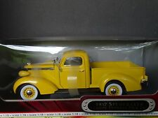 Road Signature 1937 Studebaker Coupe Express Pickup Truck 1:18 Diecast Model