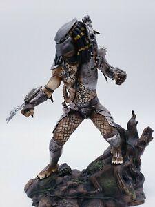 Diamond Select Jungle Predator 10 Inch PVC Statue *IN HAND*
