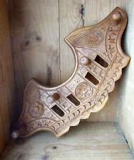 Porte manteau bois massif sculpté dans le gout art populaire des Alpes Queyras