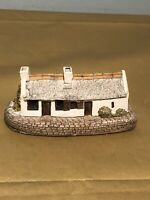 Lovely vintage Lilliput Lane/ornament Collectable Handmade Cumbria/Burns Cottage