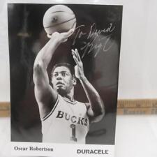 OSCAR ROBERTSON MILWAUKEE BUCKS AUTOGRAPHED B&W 5X7 PHOTO