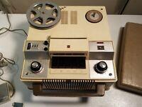 Vintage Panasonic Reel To Reel Tape Recorder RQ-700 w/lid & Original Microphone