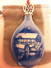 Bing & Grondahl B&G 1985 Porcelain Pendant Christmas at the Farm