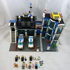 LEGO City 7498 Polizeistation mit 2 Autos und vielen Figuren (LE 7498-1215)