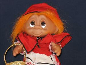 "7 3/4"" 1993 STORYBOOK COLLECTION NORFIN ORANGE HAIRED RED RIDINGHOODW/BASKETU360"