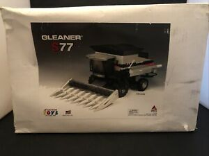 Scale Models Gleaner S77 1/24 Never displayed.