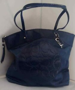 Brand NWT Coach F19440 Laura Navy Tote